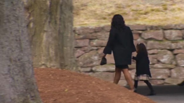 Aaron Hernandez's Fiancée, NFL Players Arrive at Funeral