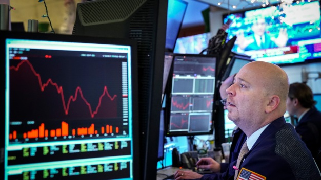 Dow Dives About 500 Points to Its Lowest Close Since May