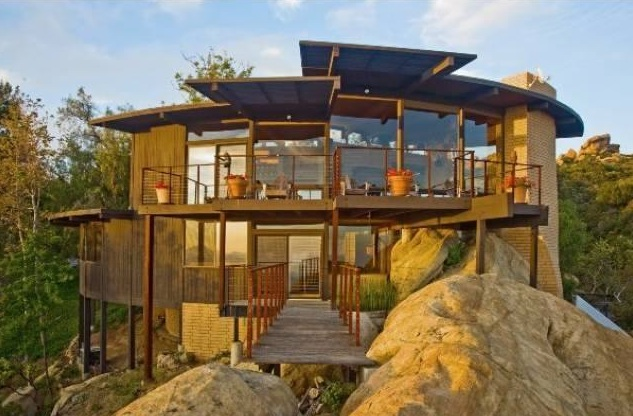 Sweet Home: Live Luxuriously on a Rock Formation