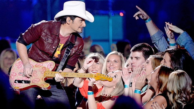 Brad Paisley Surprises Suburban High School Class at Graduation Ceremony