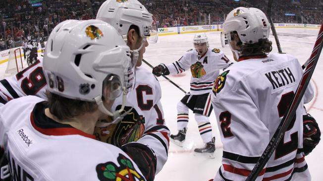 U.S. Speedskater Hansen on Quest to Be Photographed With Blackhawks