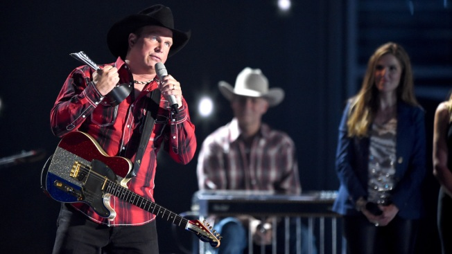 Hawks vs. Lightning Schedule Forces Cancellation of Garth Brooks Concerts