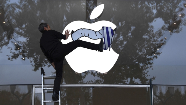 Apple Revamped Overseas Ops to Find New Tax Havens: Report