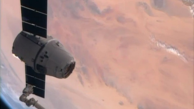 SpaceX Dragon Returns to Earth From Space Station