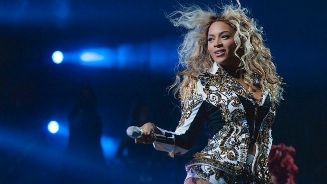 "Chicago Fans Sue Beyoncé After Being ""Trampled"" at Concert"