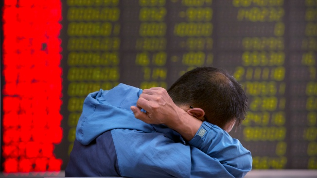 China Stocks Continue to Tumble as Global Markets Recover