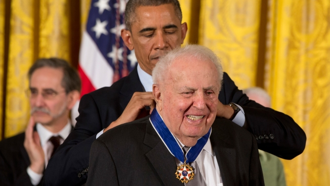 'The Pol Nobody Sent': Abner Mikva, Liberal Voice From Illinois, Dies at 90