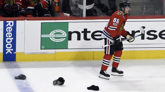Kane's Hat Trick Leads Blackhawks Past Coyotes 6-3