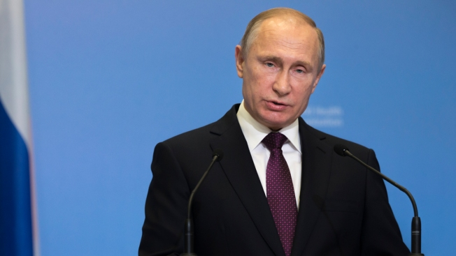 Russian President Vladimir Putin Signs Bill Targeting US and Foreign Media