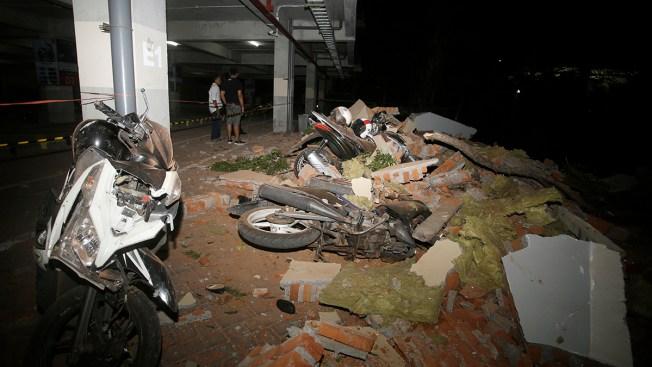 Powerful Quake Rocks Indonesia's Lombok Island, 98 Dead
