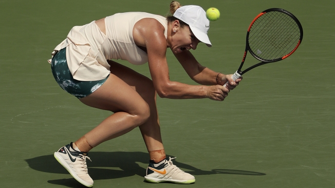 Simona Halep Becomes First No. 1 Seed to Lose 1st US Open Match; Serena Wins
