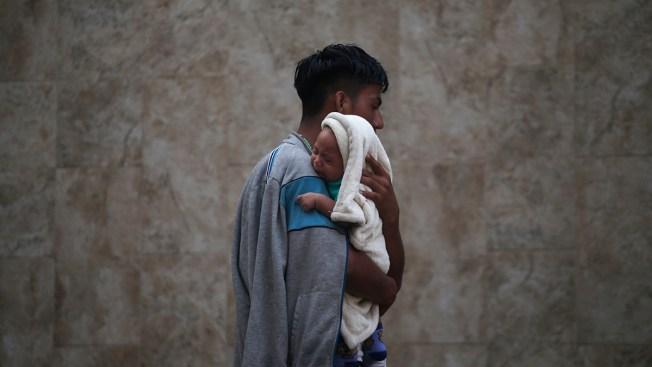 [NATL] Top News Photos: Honduran Migrants Make Their Way Through Mexico