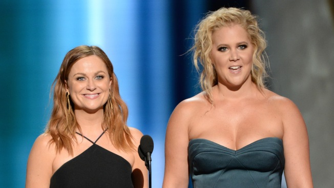 Twitter Wants Amy Schumer and Amy Poehler to Host the Oscars