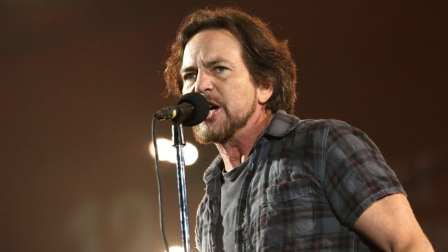 Eddie Vedder, Joined by Children's Choir, to Perform Ahead of Obama's Farewell Speech in Chicago