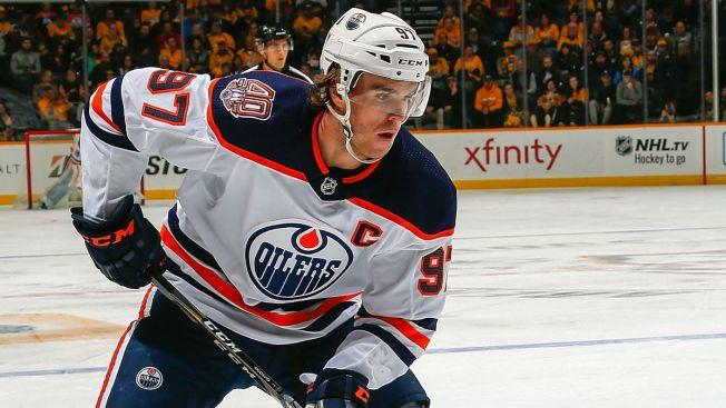 Connor McDavid Lifts Oilers Over Blackhawks Sunday