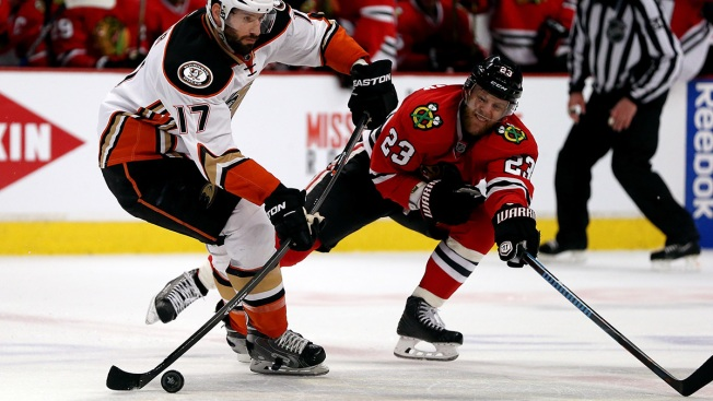 Quenneville's Lineup Changes Questioned in Hawks Loss