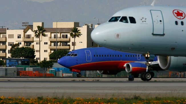 New Flight Paths Lead to Airplane Noise Complaints Across US