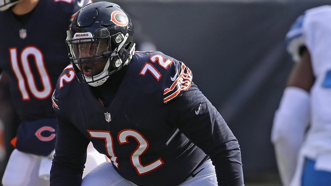 Charles Leno Proposes to Girlfriend After Bears Win Division
