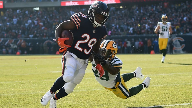 Bears Clinch Division Title, Beat Packers at Soldier Field