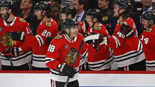 Blackhawks Blow Out Stars in Home Finale