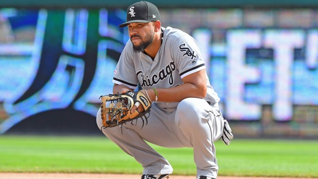 José Abreu Declares Free Agency, White Sox Trade Welington Castillo in Flurry of Roster Moves
