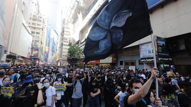 Hong Kong Chaos Sees Tear Gas, Attack on Chinese News Agency