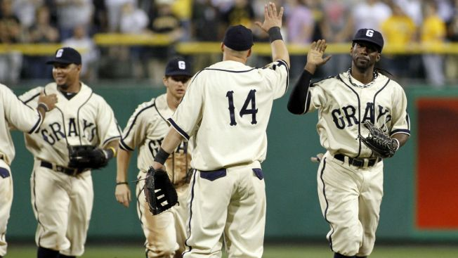 new styles e0b60 f265e Cubs, Pirates to Wear Negro League Throwback Uniforms Friday ...