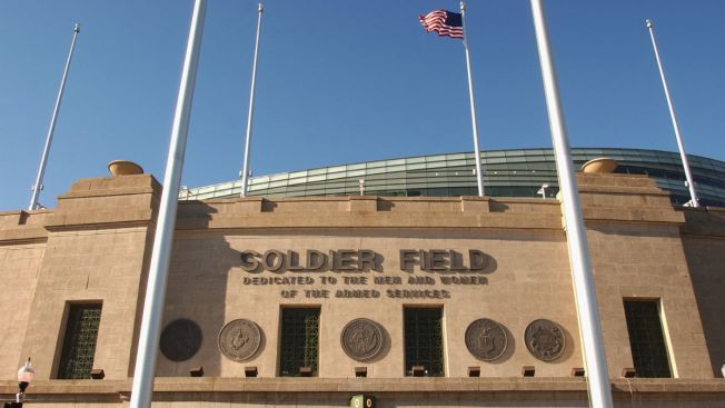 Lambeau Field, Soldier Field to host Wisconsin-ND series