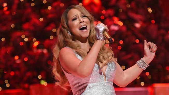 Christmas Music Set to Take Over Chicago Radio Station