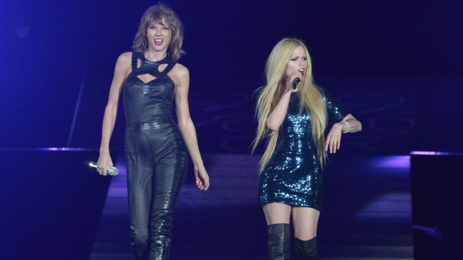 Taylor Swift, Avril Lavigne Team Up for Live Version of 'Complicated'