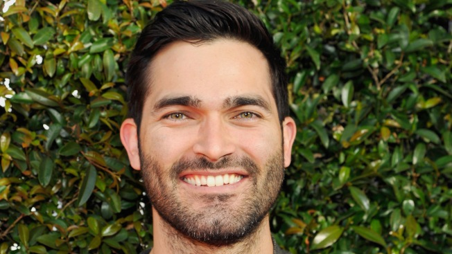 Tyler Hoechlin Takes Flight as Superman on 'Supergirl'