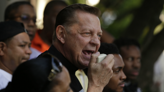 Despite Concerns from Police, Pfleger Plans March to Shut Down Dan Ryan This Weekend