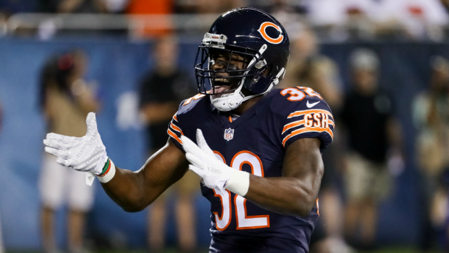 Bears' Deiondre' Hall tasered, arrested after alleged fight outside Iowa bar