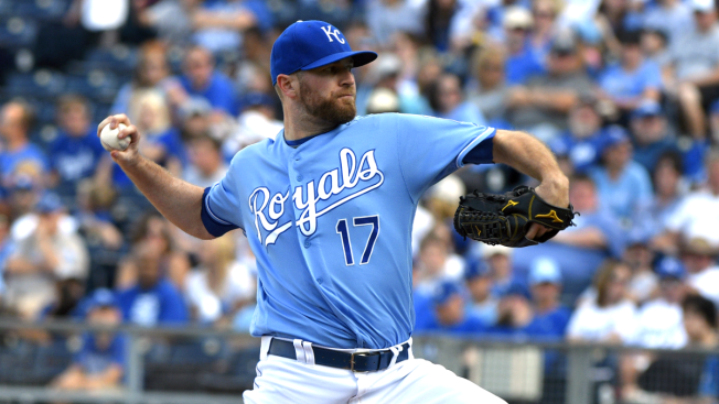 Cubs acquire closer Wade Davis from Kansas City