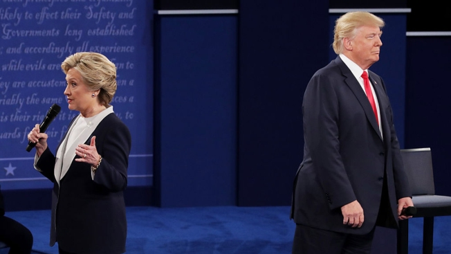 Clinton Still Leads Trump by 9 After Debate: Poll