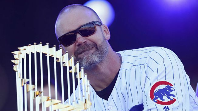 Cubs' David Ross Cleans Out Locker After Final MLB Season