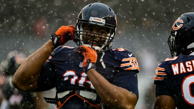 Chicago Bears Lineman Akiem Hicks Signs With New Agent