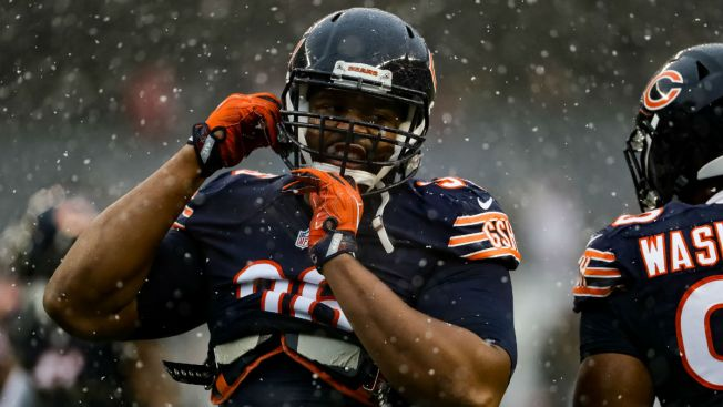 Bears DE Akiem Hicks Signs Four-Year Extension