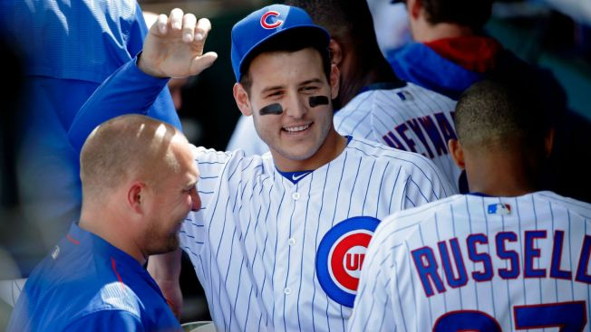 Anthony Rizzo gives batting practice passes to viral crying Cubs fan