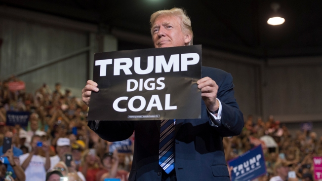 Trump Orders 'Immediate Steps' to Boost Coal, Nuclear Plants