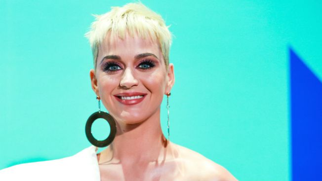 Katy Perry crashes a Missouri wedding and dances with the bride
