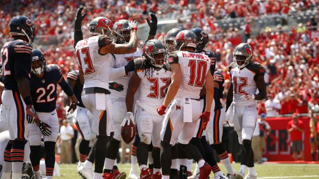 Buccaneers Blow Out Bears as Glennon, Defense Struggle