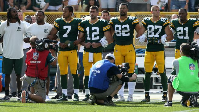 Packers Ask Fans to Lock Arms During National Anthem
