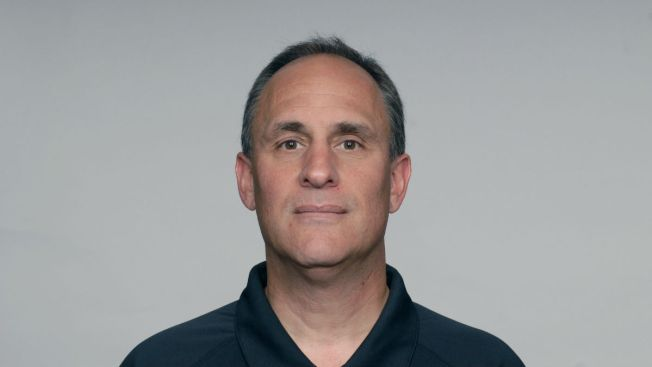 Bears bring back defensive coordinator Vic Fangio on 3-year deal