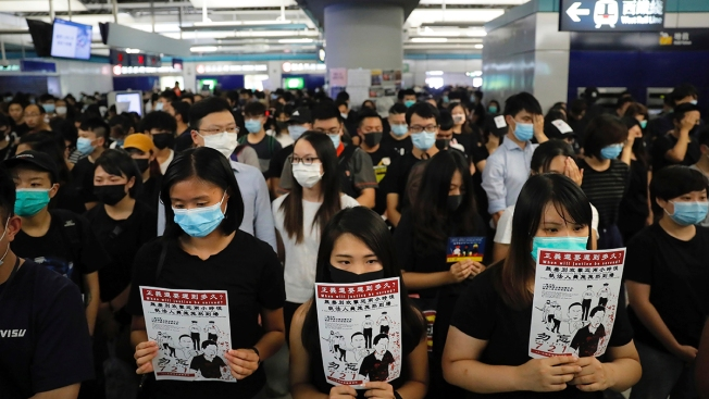 Hong Kong Police in Standoff With Protesters After Sit-In