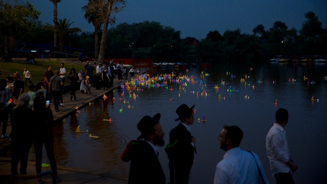 Israel Marks Holocaust Remembrance Day With Solemn Ceremony