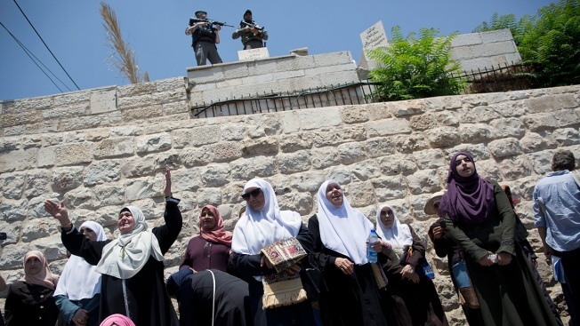 3 Palestinians, 3 Israelis Killed in Violence Over Holy Site