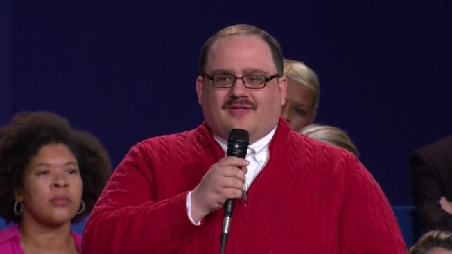 Illinois Man in Red 'Christmas Sweater' at Presidential Debate ...