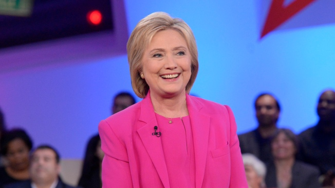 Hillary Clinton Opens 2 Chicago Campaign Offices