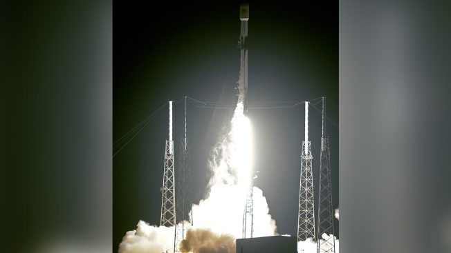 SpaceX Launches Rocket With First Batch of Thousands of Satellites